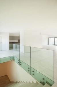 skleněné zábradlí