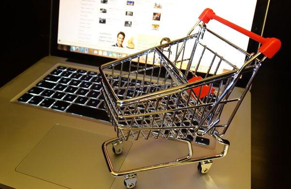 Počítač a nákupní košík